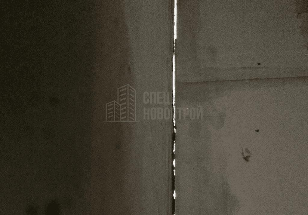Сквозная трещина в примыкании перегородки из газоблока к монолиту