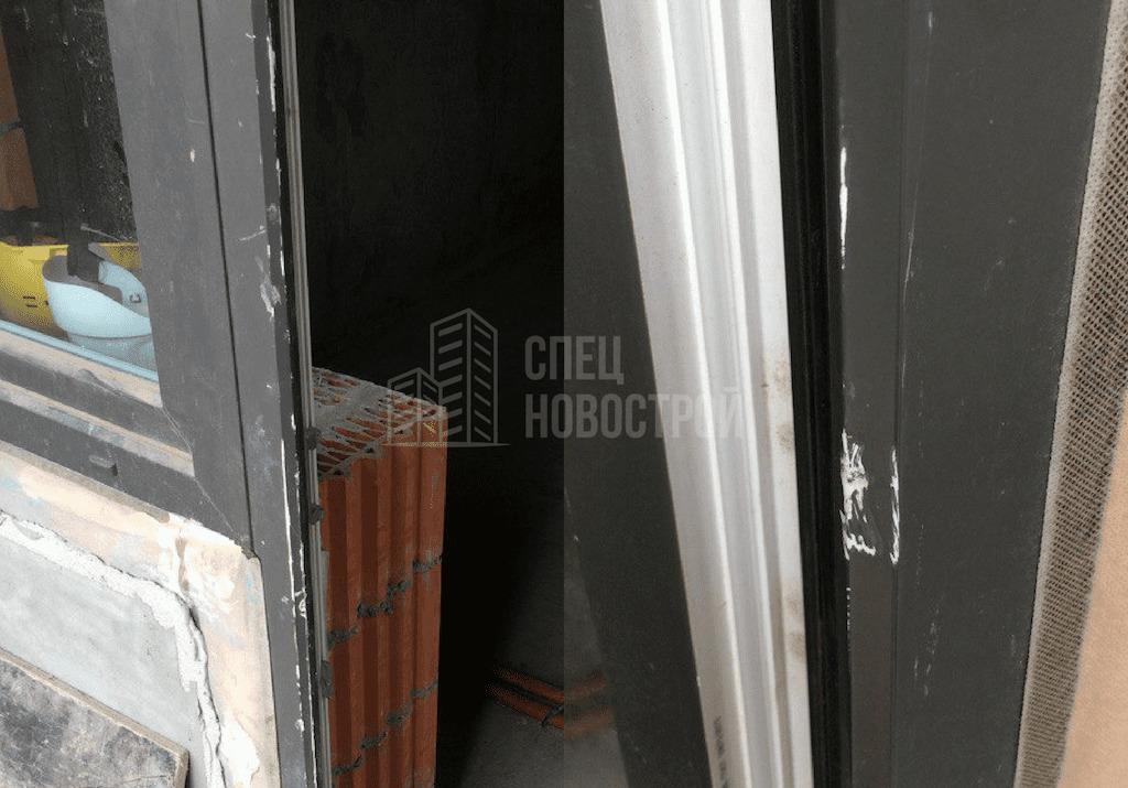 Царапины на облицовке балконной двери и окнах