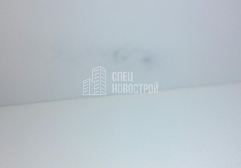Плохо покрашен потолок (темное пятно)