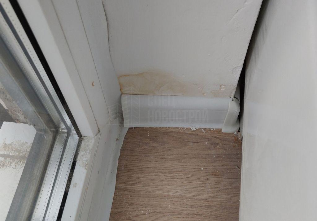 пятно на откосе балконного блока