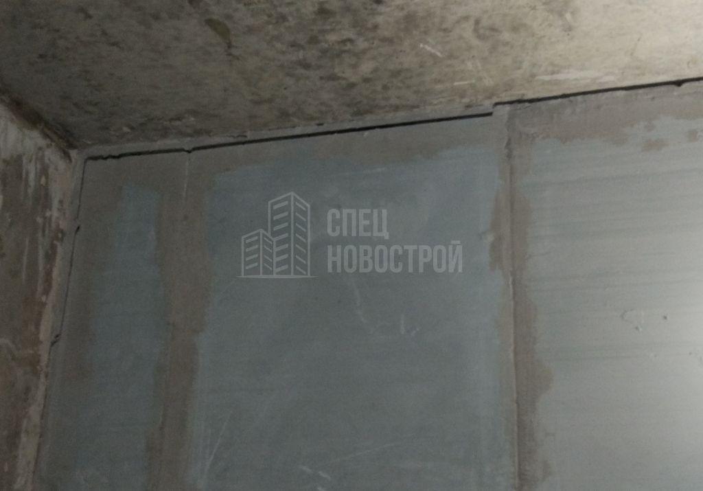 некачественно сделаны деформационные швы над стенами из ПГП в санузлах