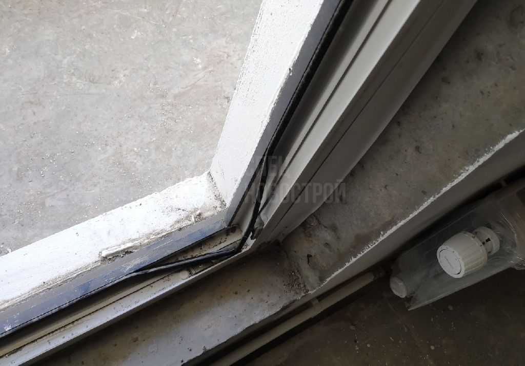 частично отходит уплотнительная резинка по всему контуру балконного блока