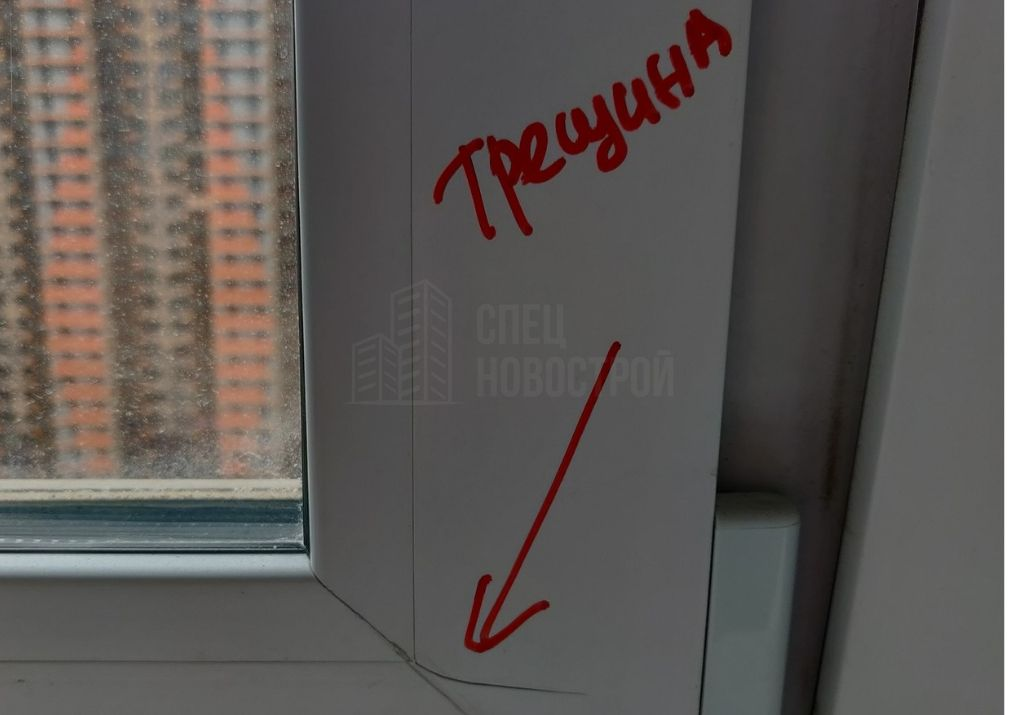 трещины на ПВХ створке окна