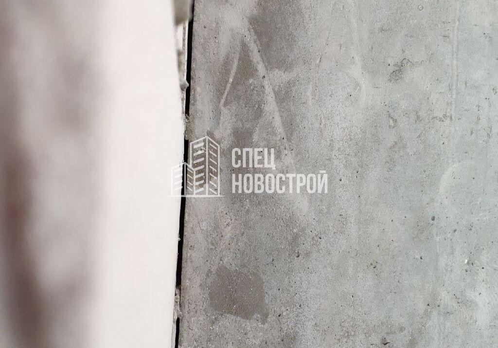 щель между пилоном и блочной кладкой, отсутствует привязка
