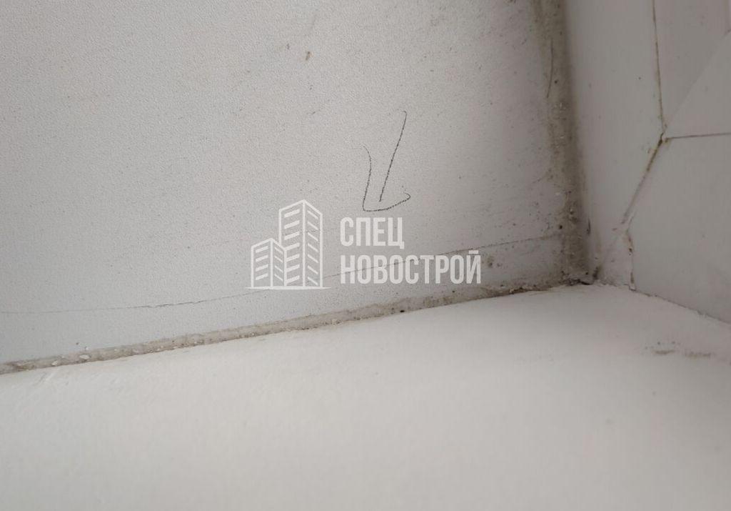 царапина на поверхности подоконника