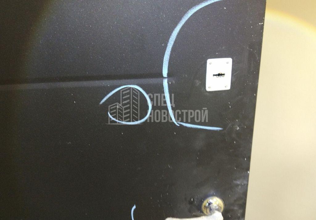царапины на входной двери