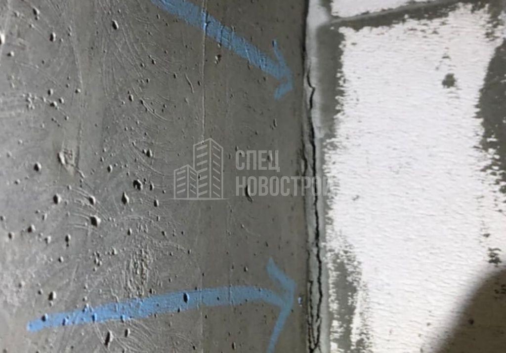 щель между кладкой вент. шахты и монолитной стеной