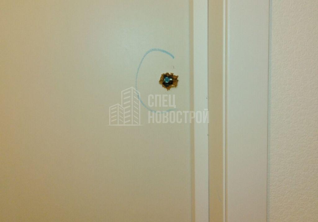повреждение полотна входной двери
