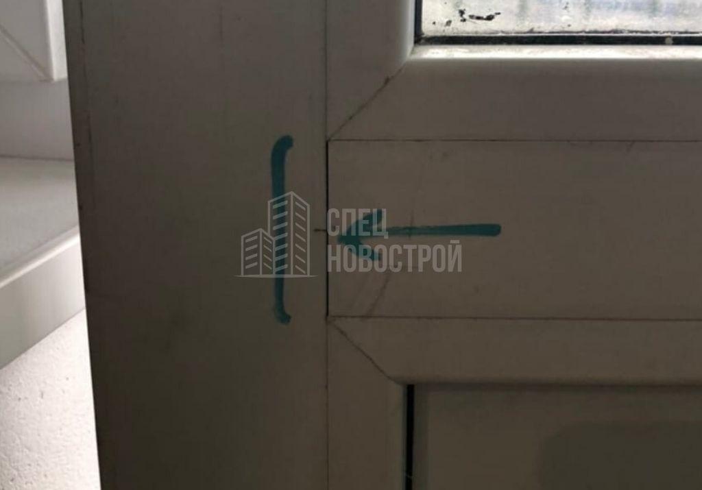 щели между горизонтальным импостом и профилем балконных дверей
