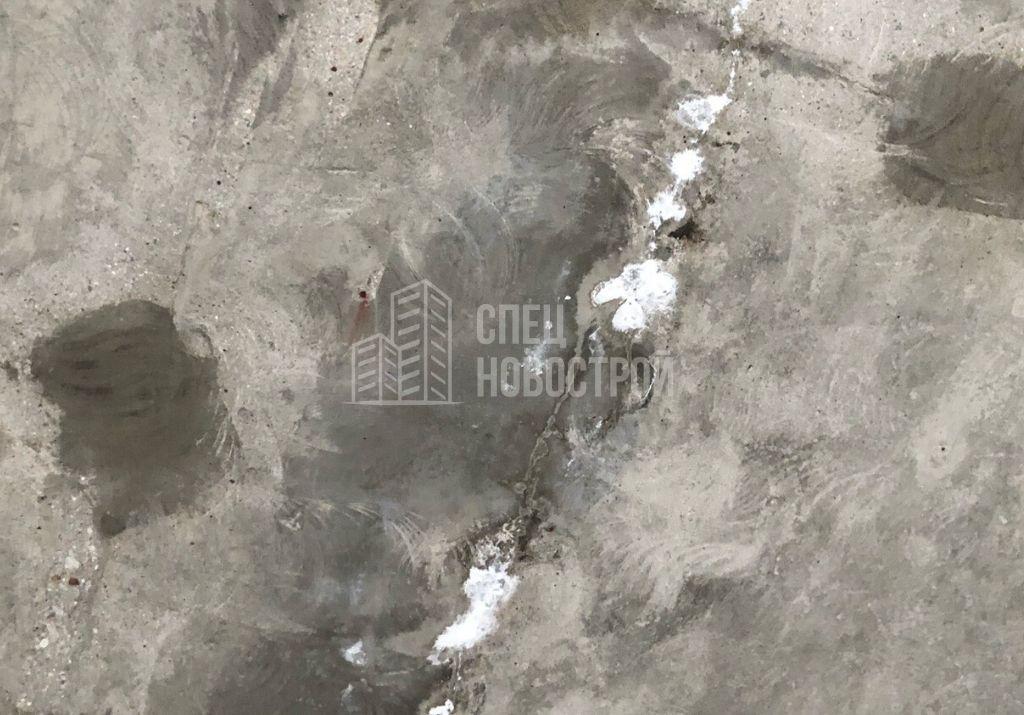 следы высола на стыке плит перекрытия (потолок)