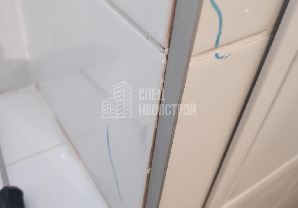 пропуски затирки в швах между настенной плиткой