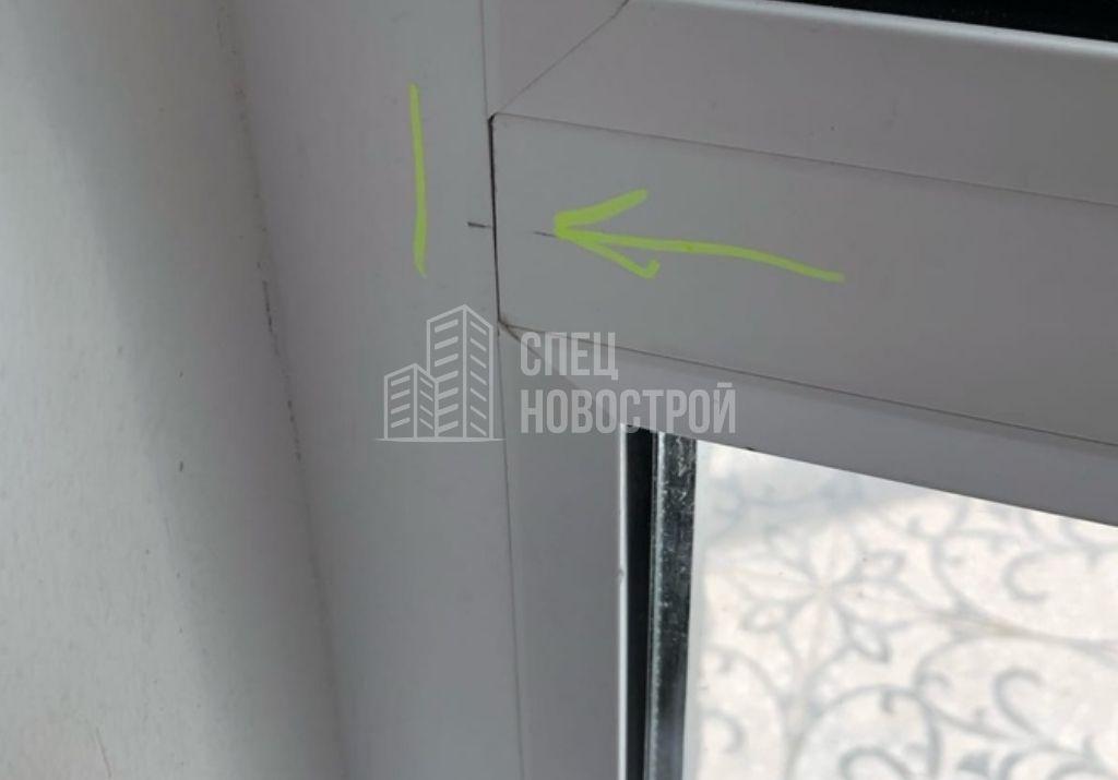 щели между горизонтальным импостом и профилем рамы балконного блока