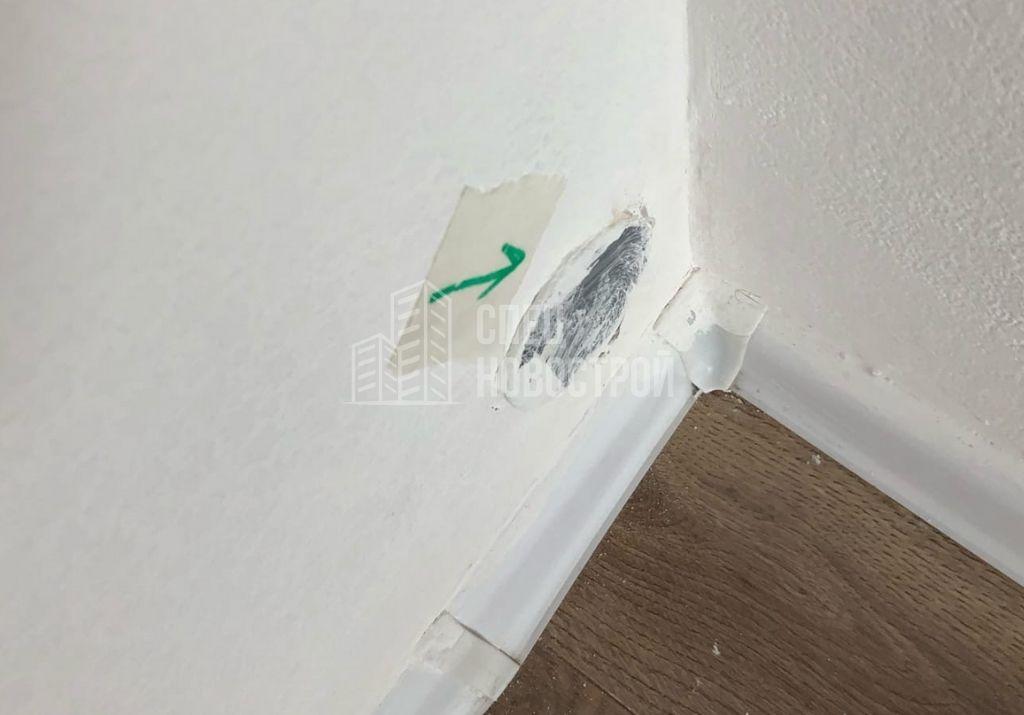 утоплен слив кухни-гостиной в стену