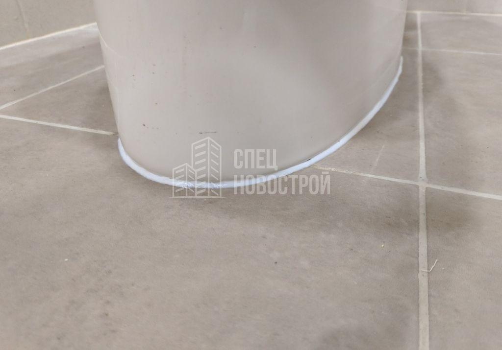 отсутствовал герметик на примыкании унитаза к напольной плитке (исправлено при клиенте)