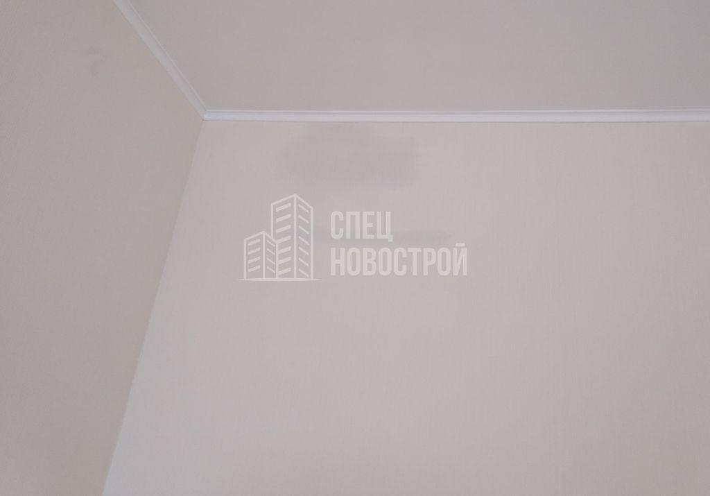 следы протечки на стене