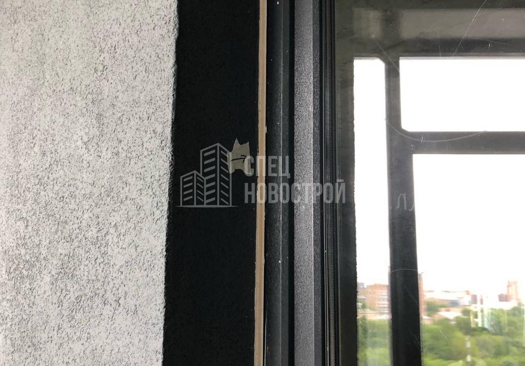 не удален установочный профиль обоих балконных блоков с внешней стороны