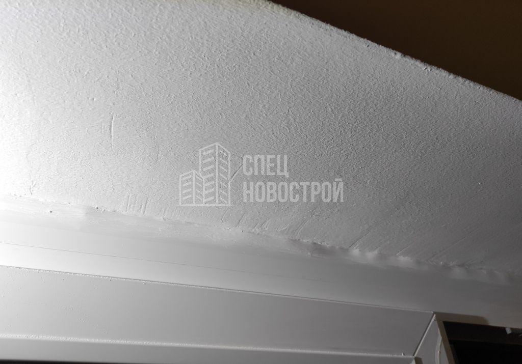 не отшлифована поверхность откосов перед покраской, нащельники частично утоплены