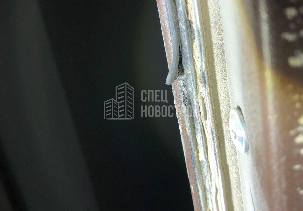 повреждение уплотнителя полотна входной двери