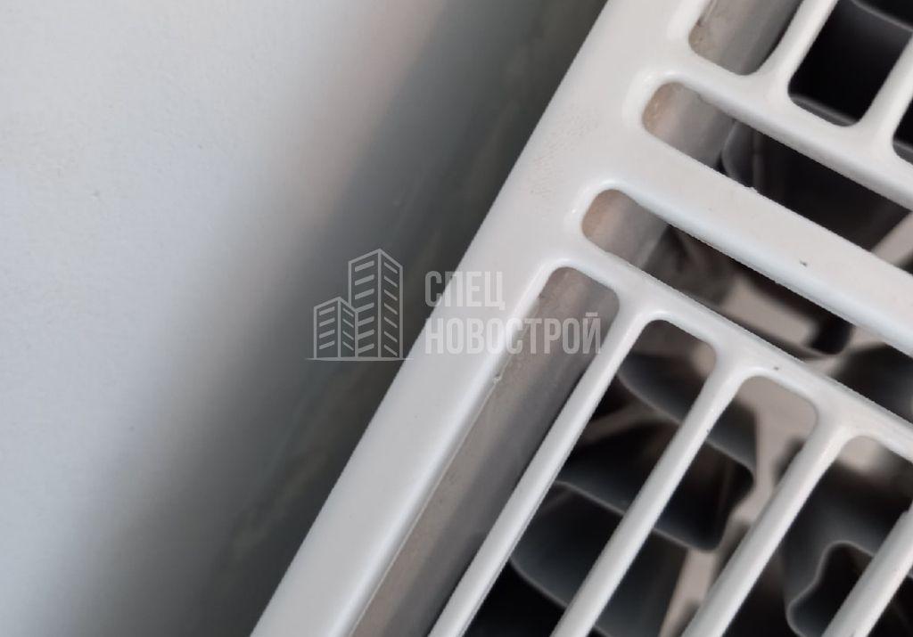 пропуски шпаклевки за радиатором отопления