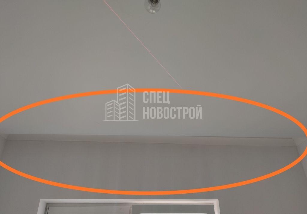 визуальный перекос плоскости потолка (отклонение от горизонтали)