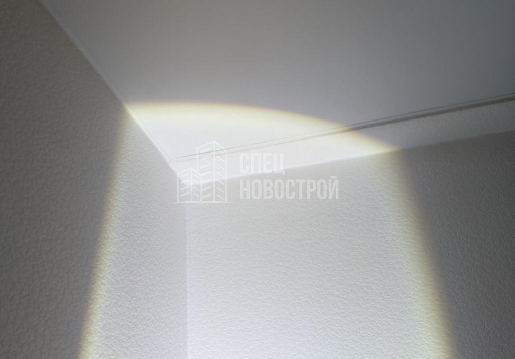 неплотное прилегание потолочного молдинга к полотну натяжного потолка