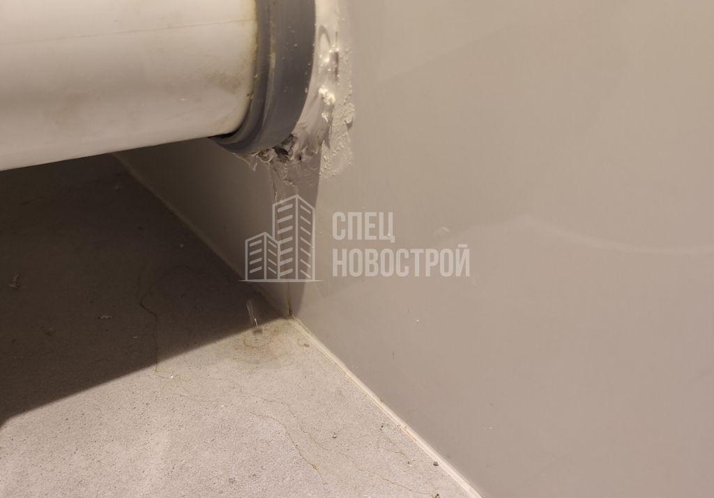 протечка на соединении выводов канализации унитаза