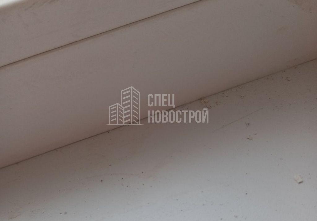пропуски герметика между подоконником и рамой оконного блока