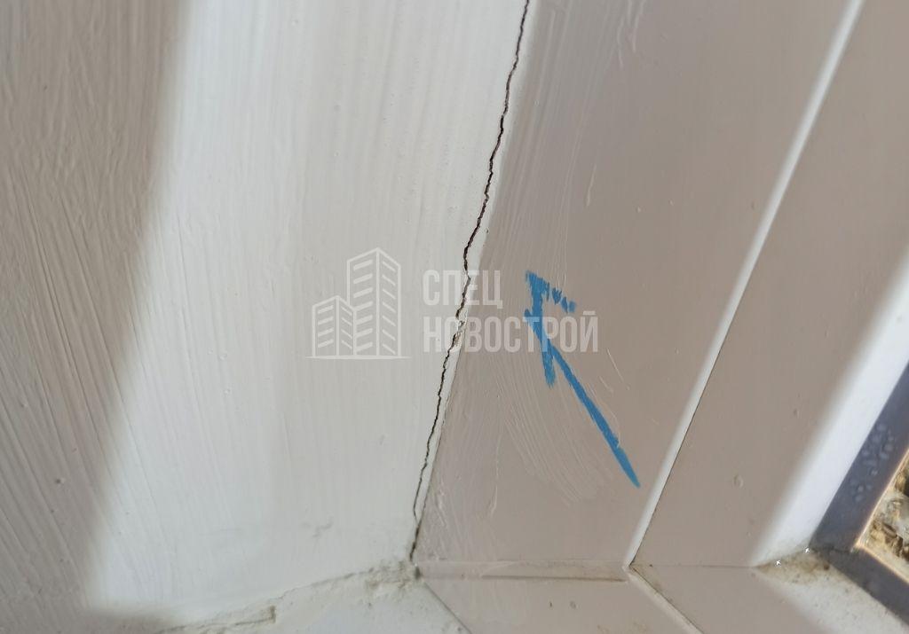 трещины на откосе окна