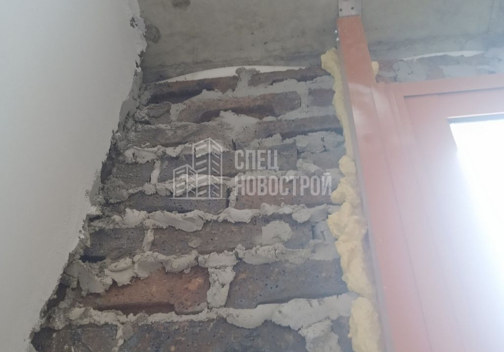 отсутствует отделка фасадной стены