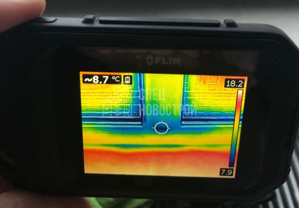 инфильтрация наружного воздуха на примыкании вертикального импоста к профилю рамы оконного блока