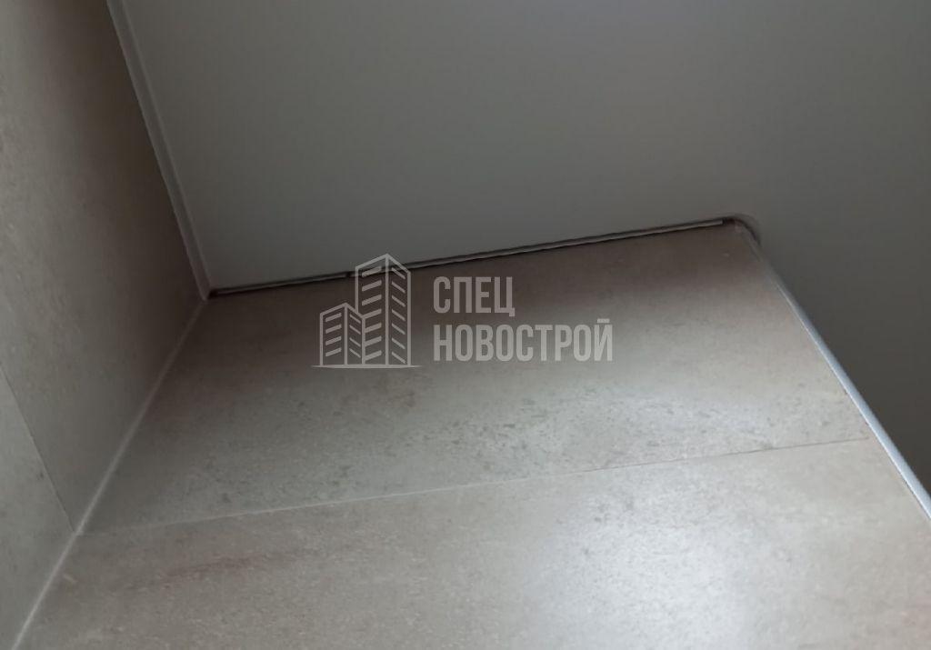 отсутствует маскировочная лента натяжного потолка