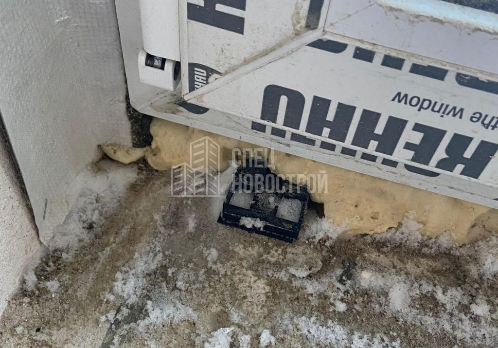 не депортированы установочные клинья балконного блока