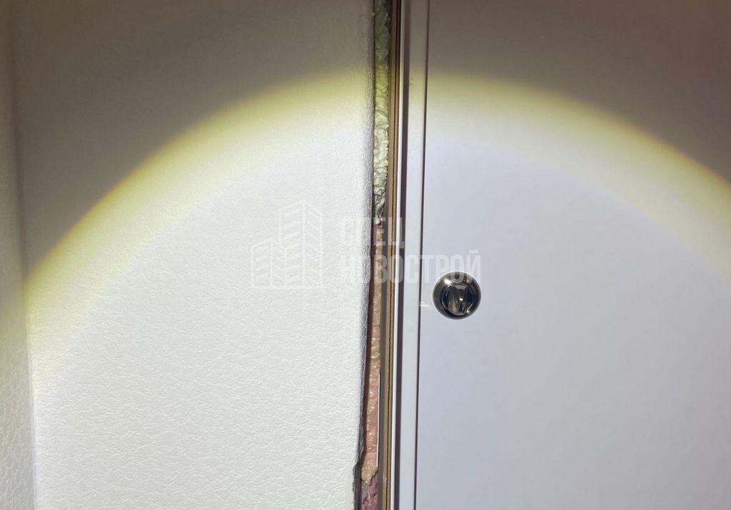 пропуски монтажной пены при установке короба входной двери