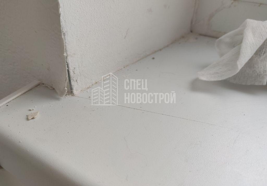 царапины на поверхности подоконника