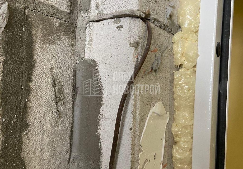 не срезан выпуск арматура из газоблочной кладки