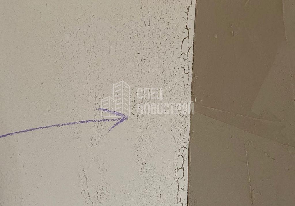 отслоение штукатурки на стене