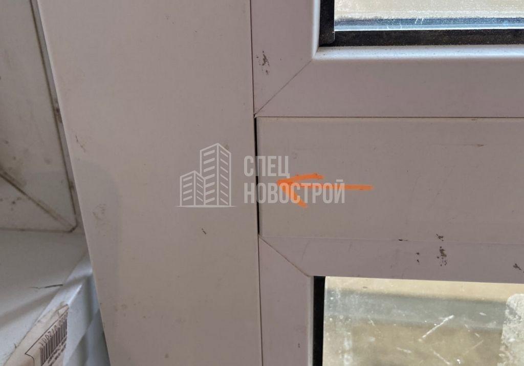 щели между горизонтальным импостом и профилем рамы балконной двери