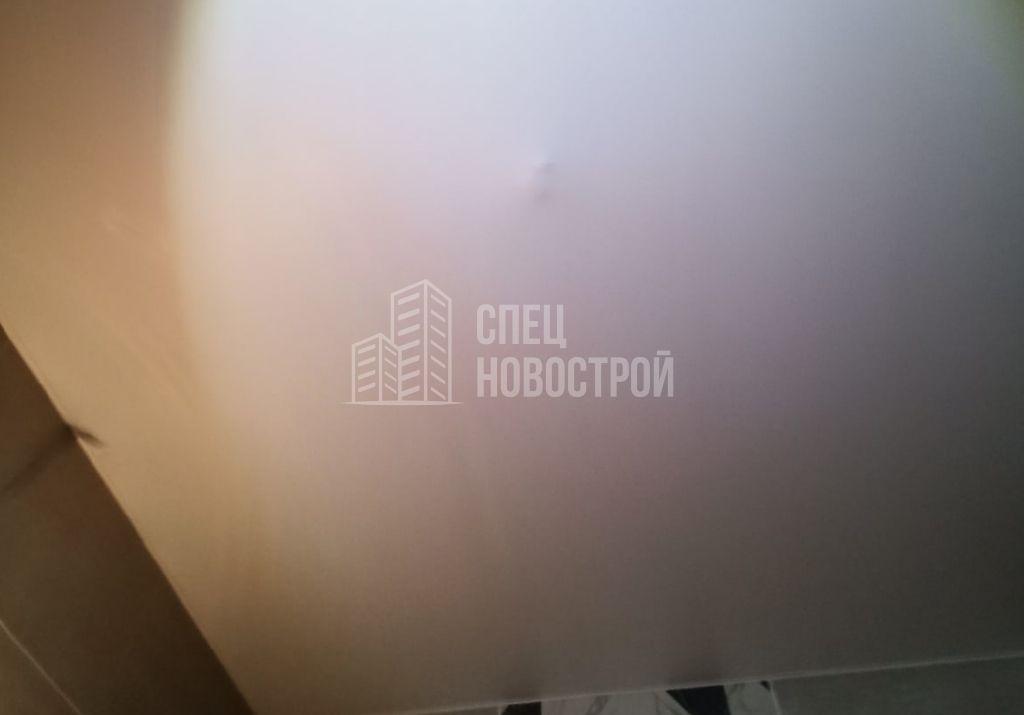 не прорезано техническое отверстие на полотне натяжного потолка под освещение