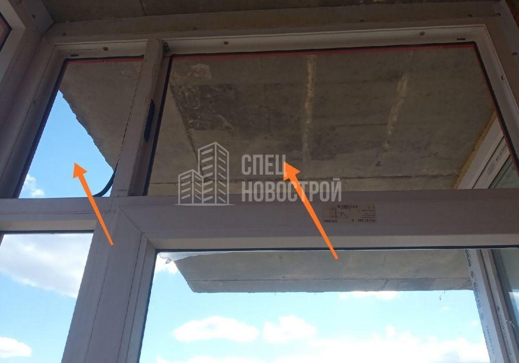 отсутствуют стеклопакеты на верхних створках балкона