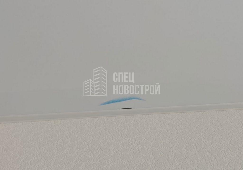 повреждение полотна натяжного потолка