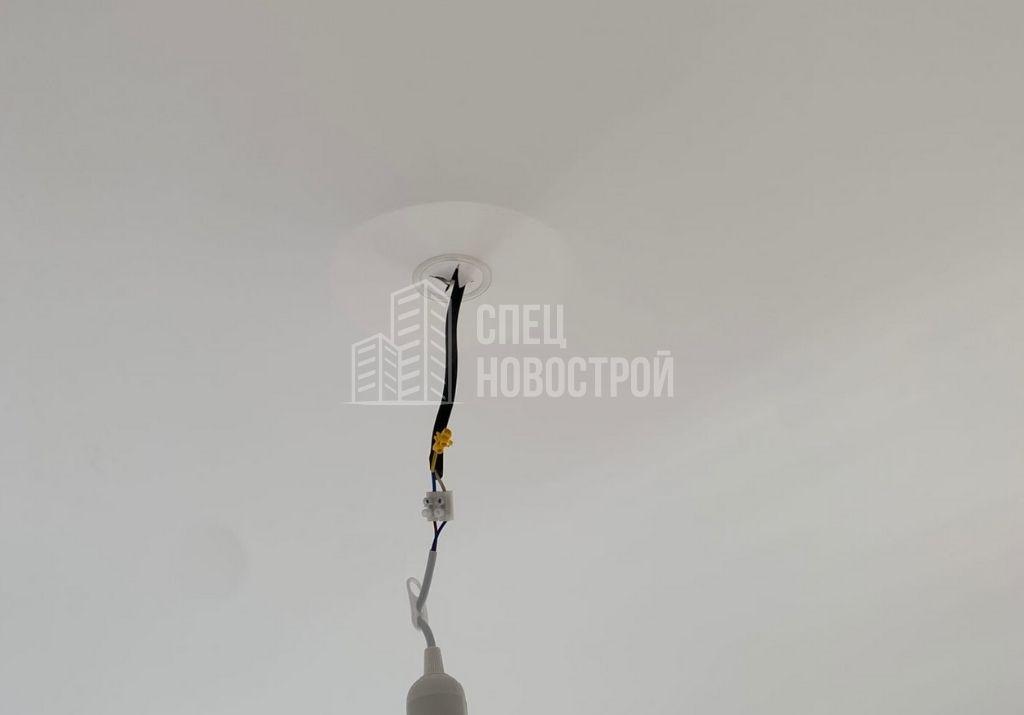 втягивание плотна натяжного потолка при открытом окне