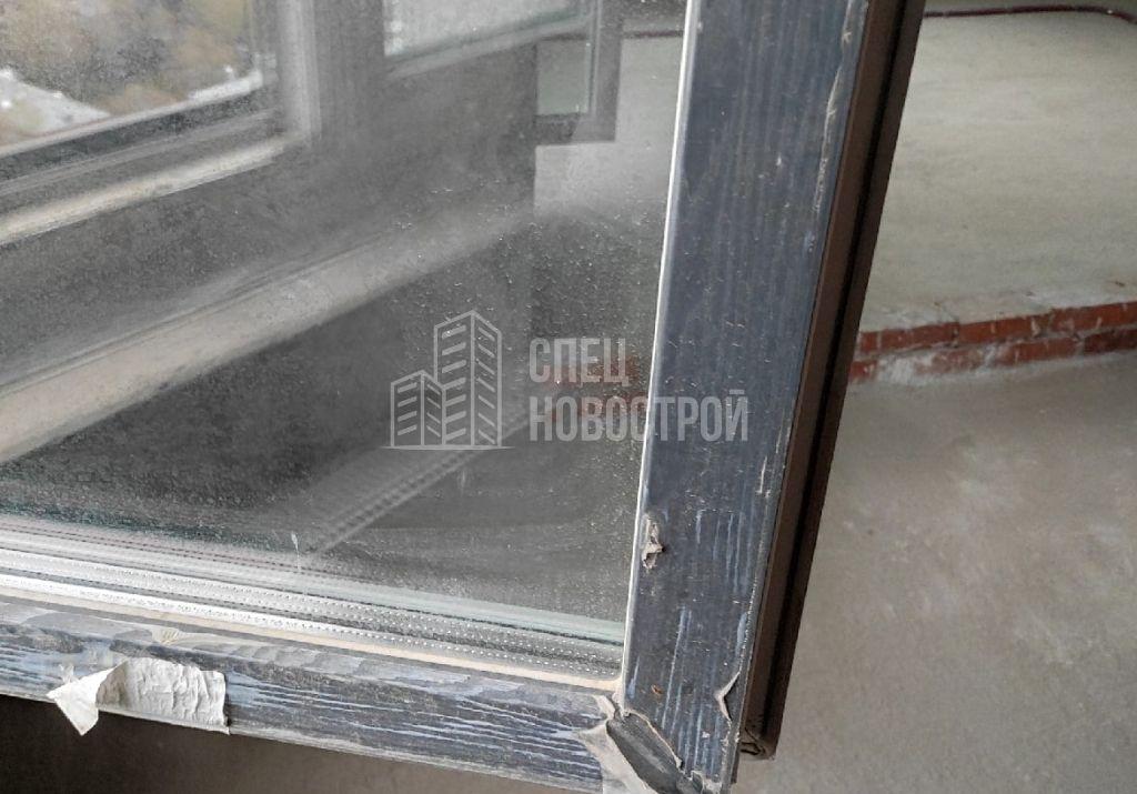 не удалена монтажная плёнка с ПВХ профиля створки с внешней стороны