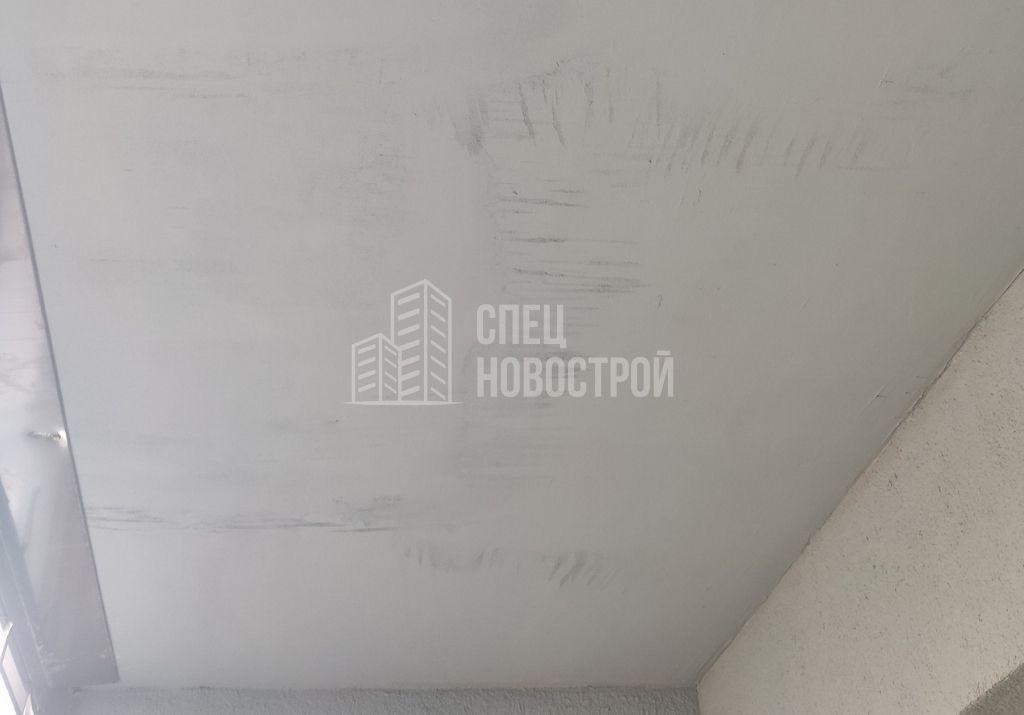 не отшлифована поверхность потолка перед покраской на лоджии