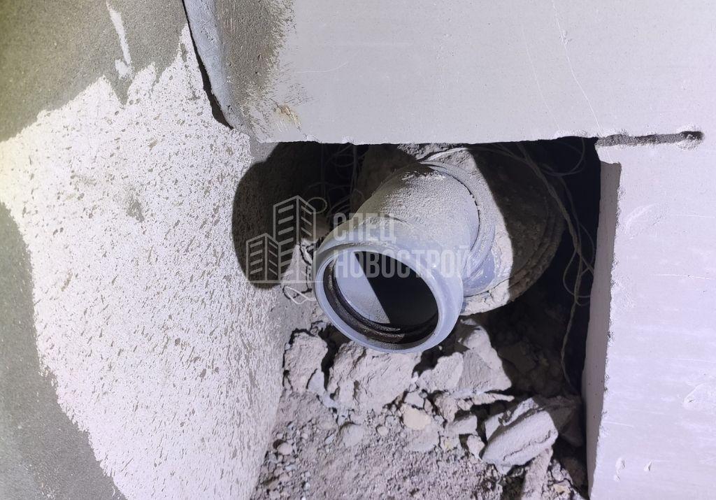отсутствуют заглушки тройников канализационных стояков