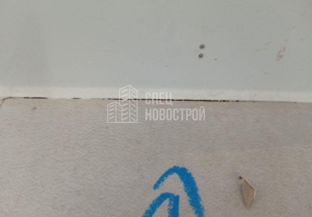 отслоение герметика на стыке настенной и напольной плитки