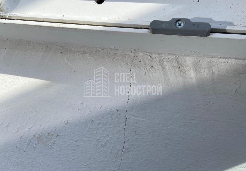 трещины на поверхности порога балконного блока