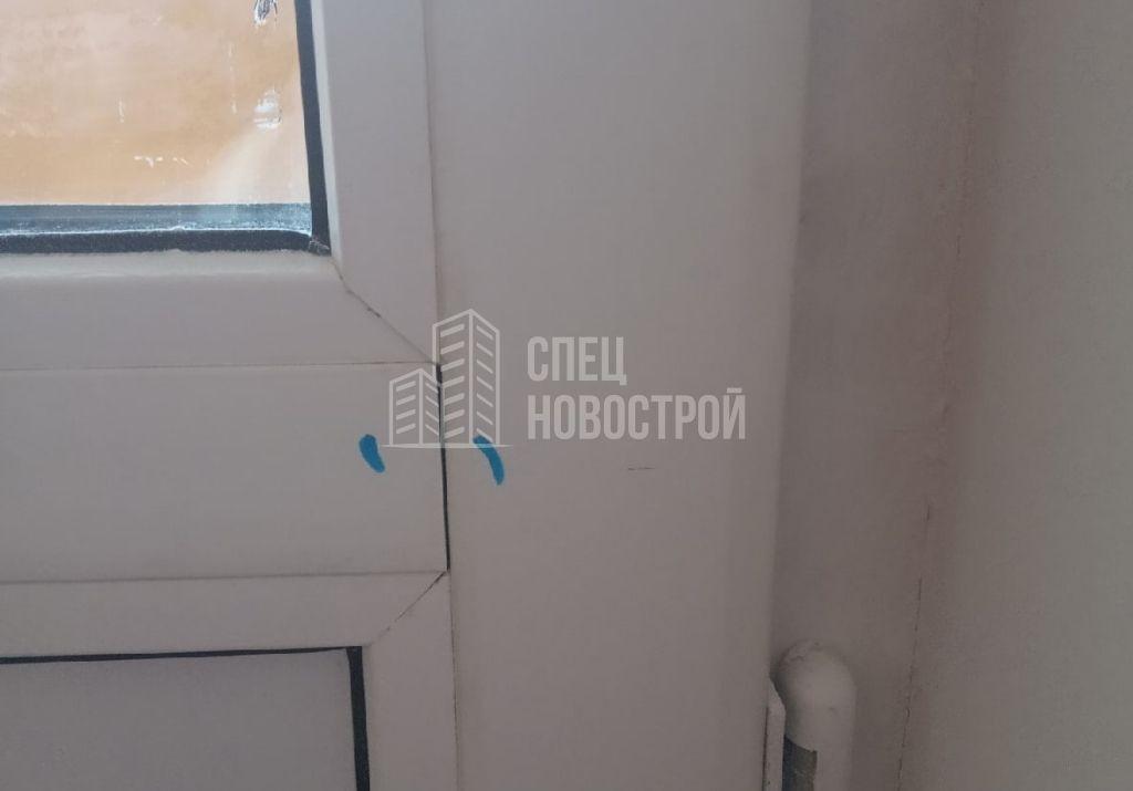 щель между горизонтальным импостом и профилем балконной двери