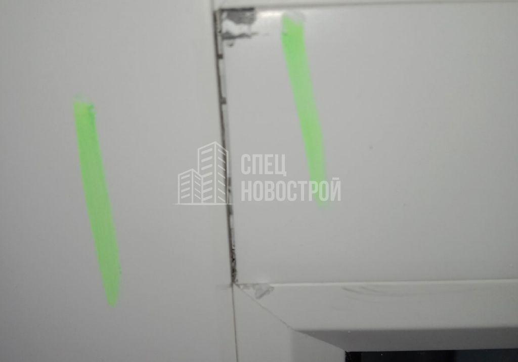 зазор на примыкании горизонтального импоста к раме окна