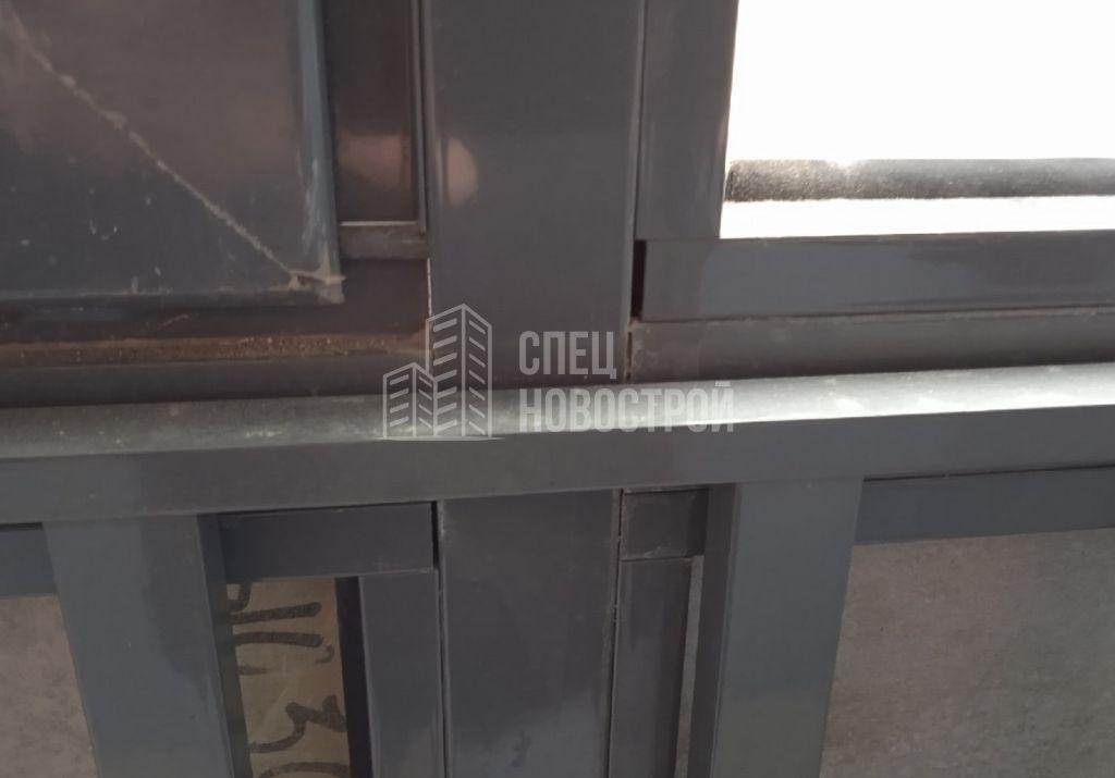 коротко подрезаны штапики витража балконного остекления