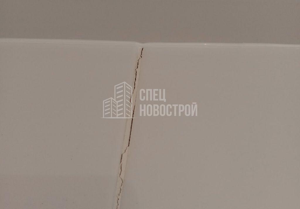 трещина на шве напольной плитки